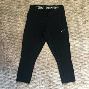 Nike RUN FAST LIVE FEARLES Crop Leggings